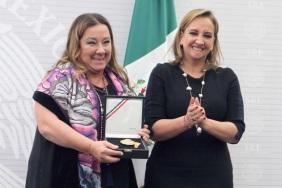 RECIBE CONDECORACIÓN DE LA ORDEN MEXICANA DEL ÁGUILA AZTECA